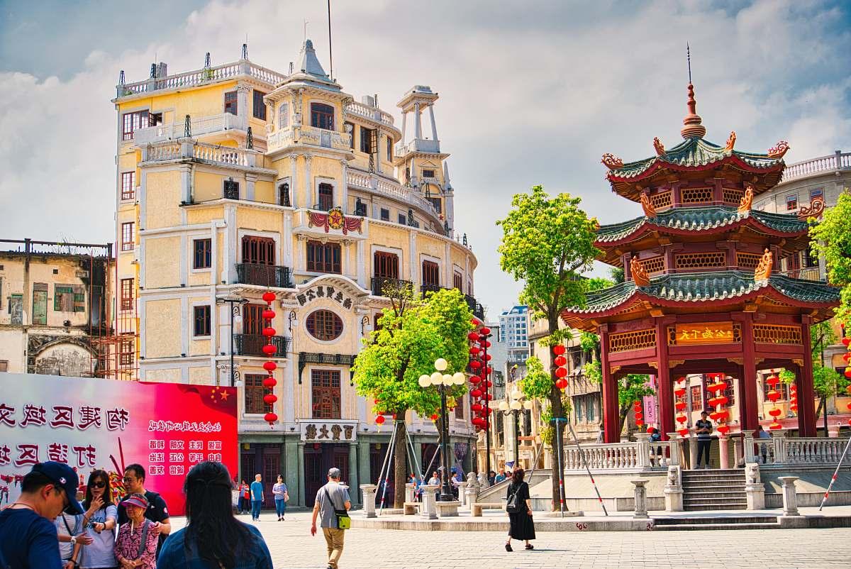 stock photos free  of city people walking near buildings metropolis