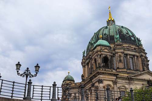 building Berlin cathedral during daytime dome