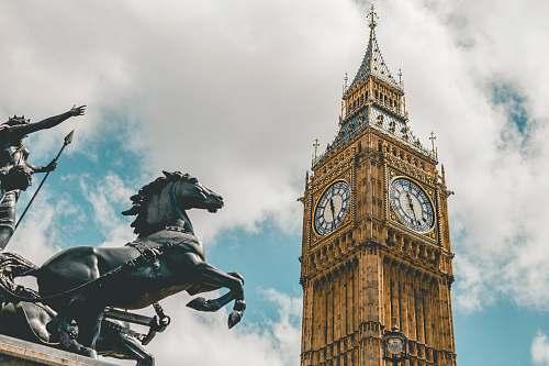 building Big Ben London during daytime clock tower