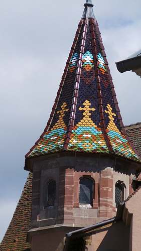 building brown and multicolored concrete tower spire