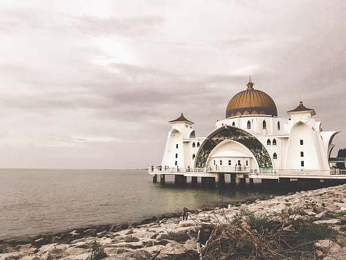 building floating mosque of Malacca Straits dome