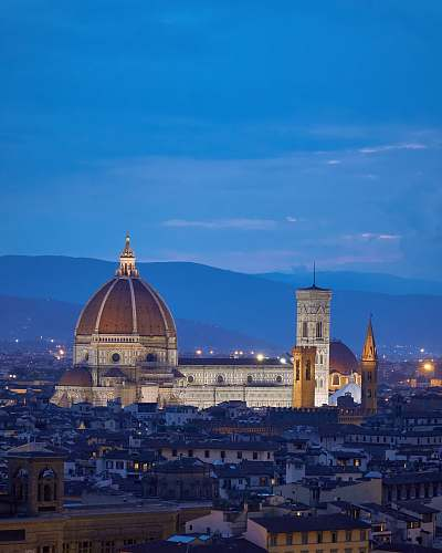 building Florence cathedral during night dome