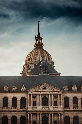 building Hôtel des Invalides during daytime dome