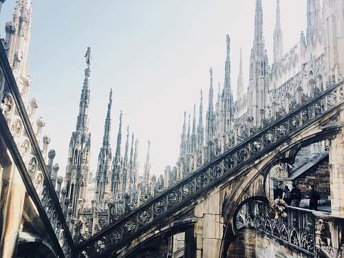 building Milan Cathedral during daytime spire