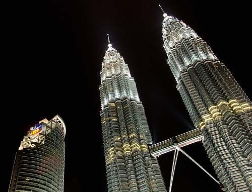 building Petronas Tower spire
