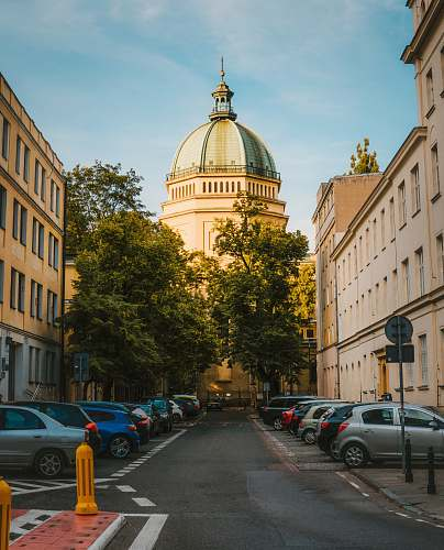 building road surround by buildings dome