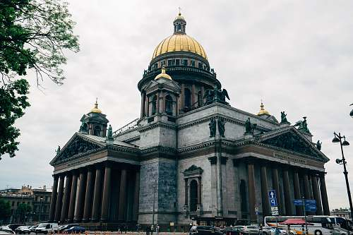 building Saint Isaac's Cathedral in Saint Petersburg, Russia under white sky dome