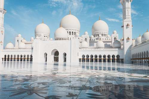 photo building Sheikh Zayed Grand Mosque Center in Abu Dhabi dome free for commercial use images