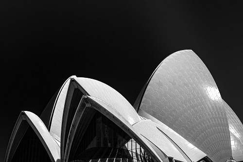 building Sydney Opera house black-and-white