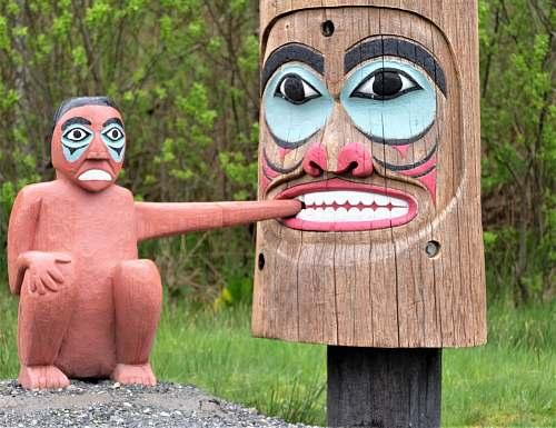 building Tiki head wooden decor symbol