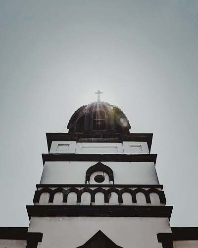 building white and black cathedral dome