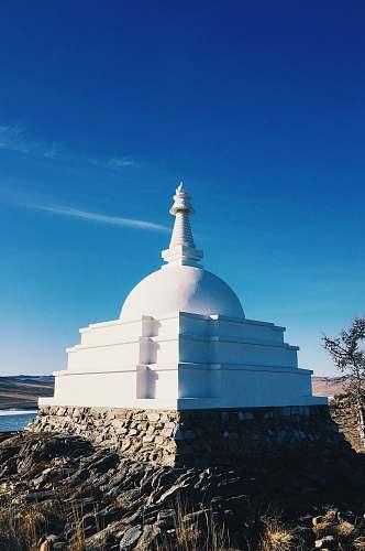 building white concrete dome under blue sky dome