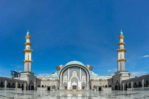 building white mosque during daytiem dome