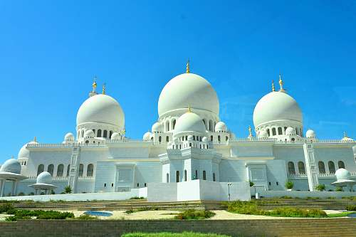 building white mosque during daytime dome