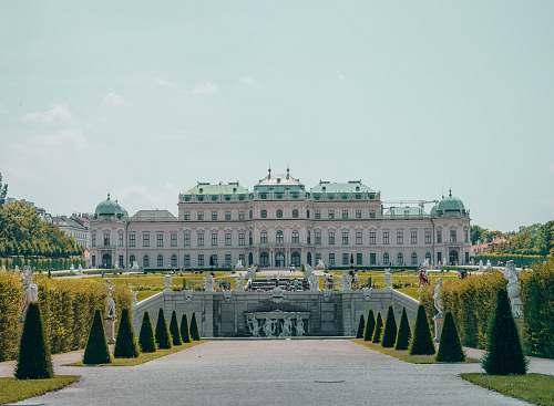 building white palace during daytime palace