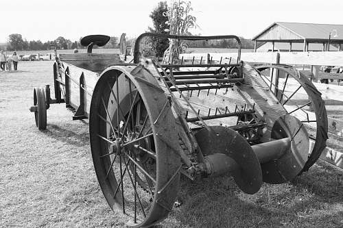 machine grayscale photo of carriage wheel