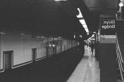 wall grayscale photography of Brooklyn Bridge subway brooklyn bridge