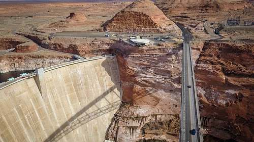 glen canyon dam bridge photo of vehicles on bridge page