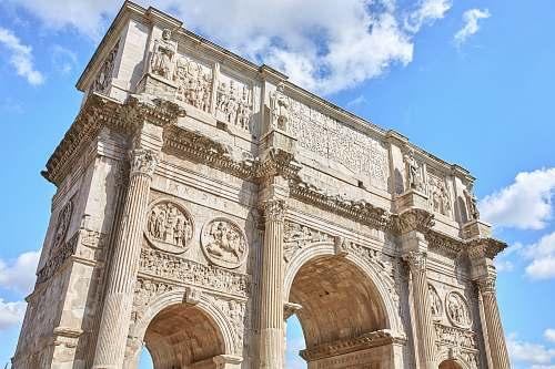 building Arc de Triomphe arch