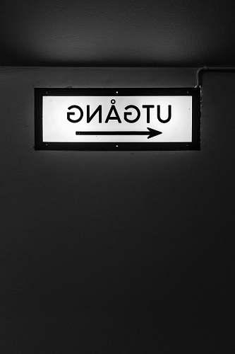 number Utgang signage symbol