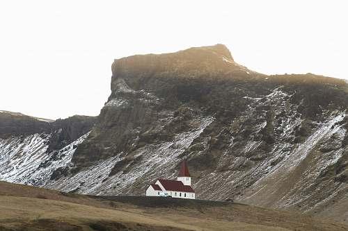 crest white and brown house near gray mountain mountain range