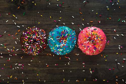 paper three donuts with sprinkle toppings croquet