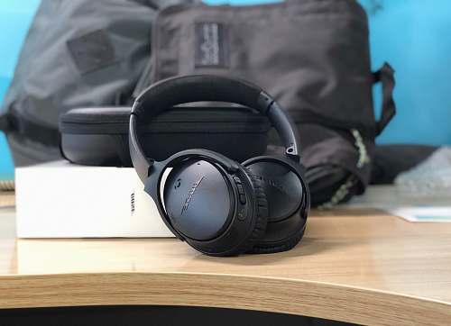 headphones black Bose cordless headphones with box headset