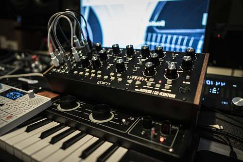 keyboard selective focus of audio mixer and electronic keyboard console