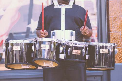 drum man carrying Pearl drums san francisco