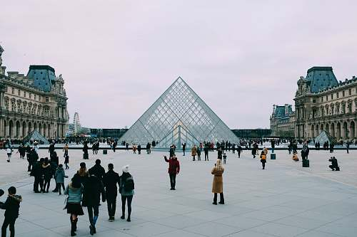 city group of people looking at The Lourve pyramid downtown