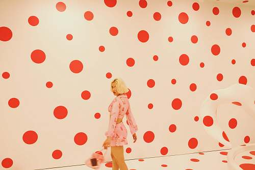 polka dot woman taking selfie los angeles