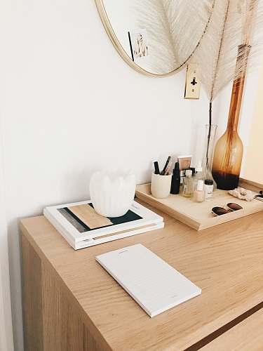 wood amber glass flower vase near white wall-mounted socket desk