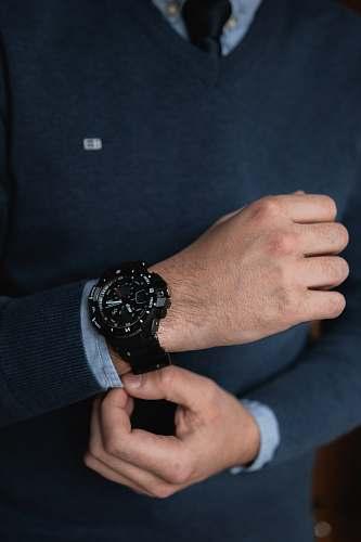 human round black sports watch with link bracelet wristwatch