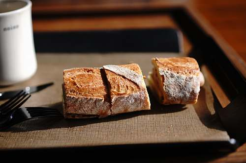 food slices of bread on tray cutlery
