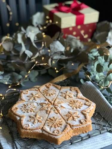 food toasted bread cookie