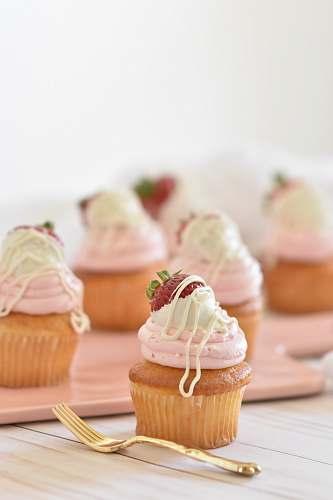 creme baked cupcake cake