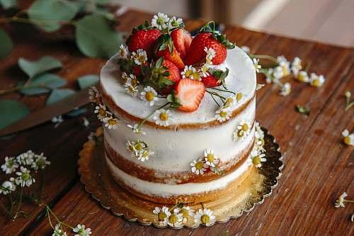 dessert baked strawberry cake cake
