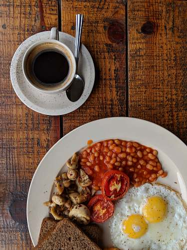 photo egg black coffee near sunny side up egg with sliced tomatoes, mushroom and bread on plate breakfast free for commercial use images