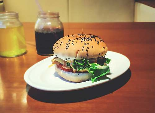 burger cooked burger on plate bunkers
