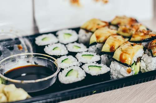 sushi cooked food