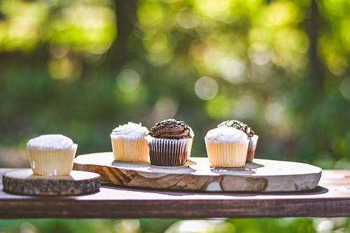 creme cupcakes on slab cream