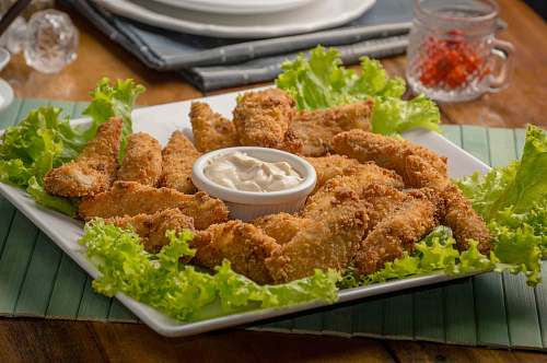 nuggets fried chicken with dip fried chicken