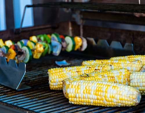 vegetable grilled corncobs corn