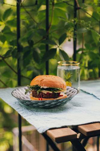 burger hamburger in round white and grey ceramic bowl montréal