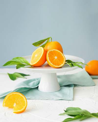 photo fruit orange fruit in white ceramic plate close-up photography citrus fruit free for commercial use images