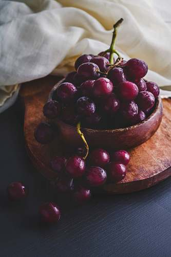 fruit photography of red grapes on bowl grapes