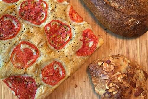 bread pizza and bread pizza