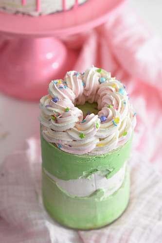 creme shallow focus photo of green cupcake cream