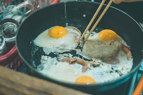 egg sunny side up in pot bowl