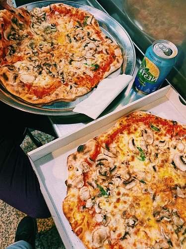 pizza tray and box of pizza palacio